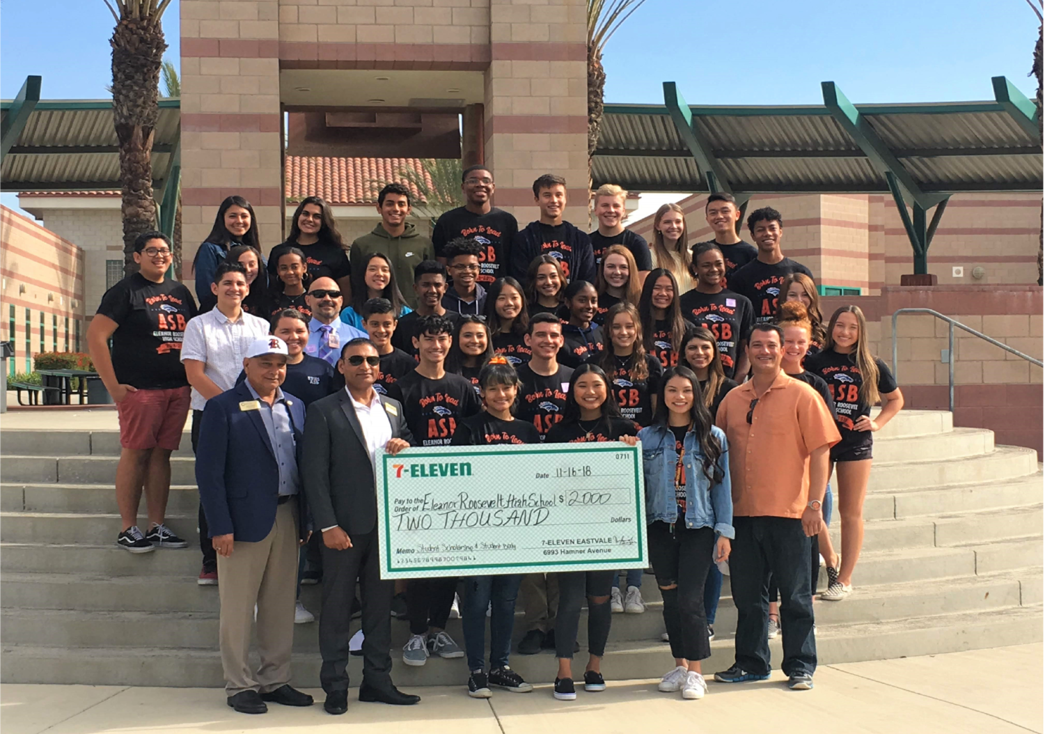 The student body of ERHS ASB all gathered around the check gifted by Vino Sagar.