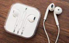 Apple Airpods Vs. Earbuds: The Ultimate Debate