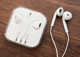 Apple Airpods Vs. Earbuds: The Ultimate Debate