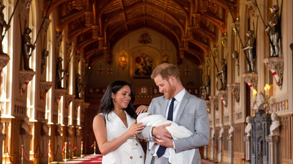 5/8/2019 - EMBARGOED to 1240 WEDNESDAY MAY 08 2019. The Duke and Duchess of Sussex with their baby son, who was born on Monday morning, during a photocall in St George's Hall at Windsor Castle in Berkshire. (Photo by PA Images/Sipa USA) *** US Rights Only ***
