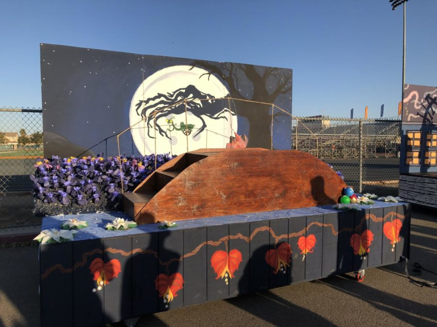 Senior Class Council's Homecoming Float pc:Katie Taing